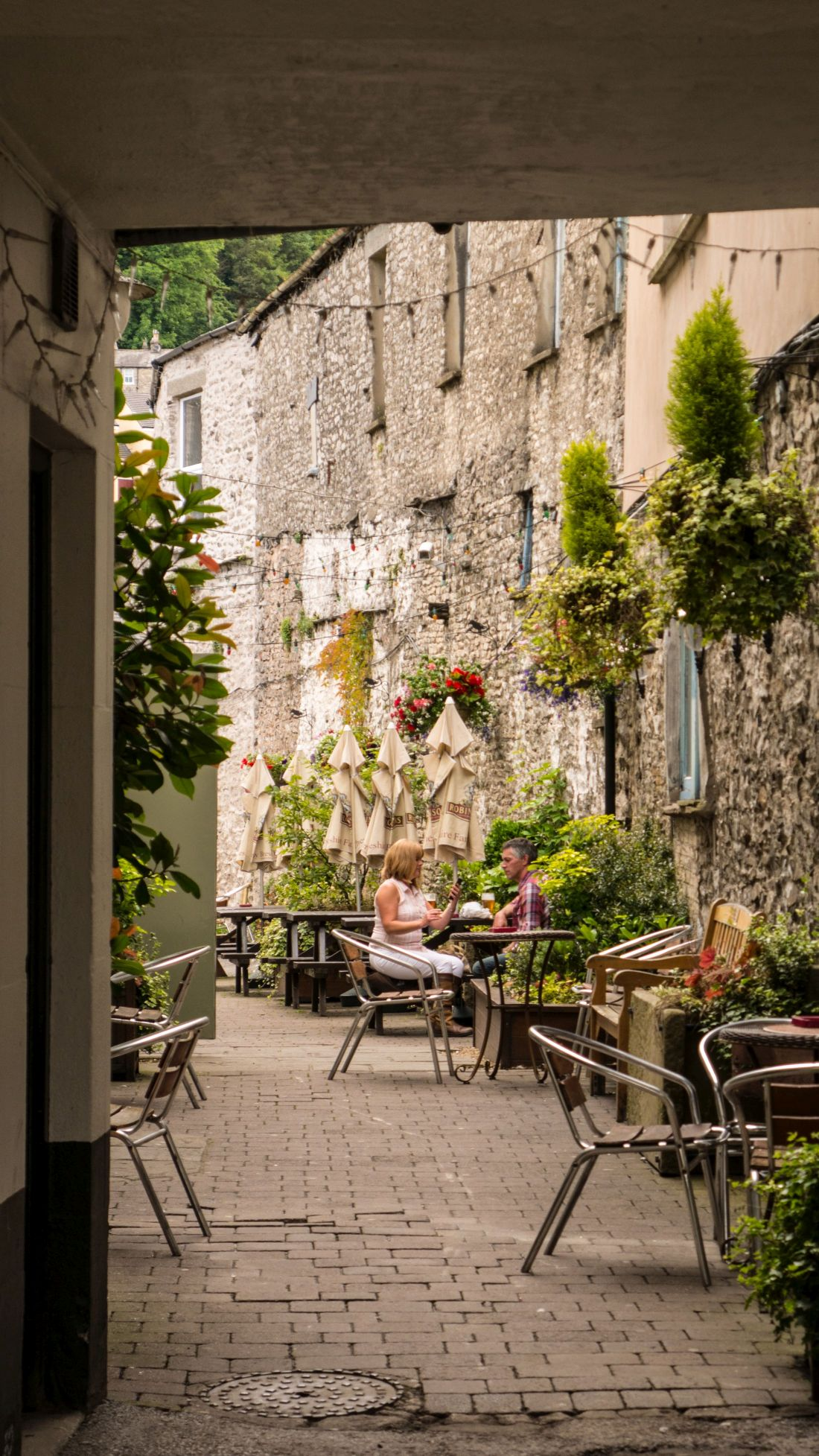 Kendal's famous yards - Smokehouse Yard is an attractive, historic Kendal yard for eating and drinking. Explore Kendal's famous 18th century yards on your next visit.