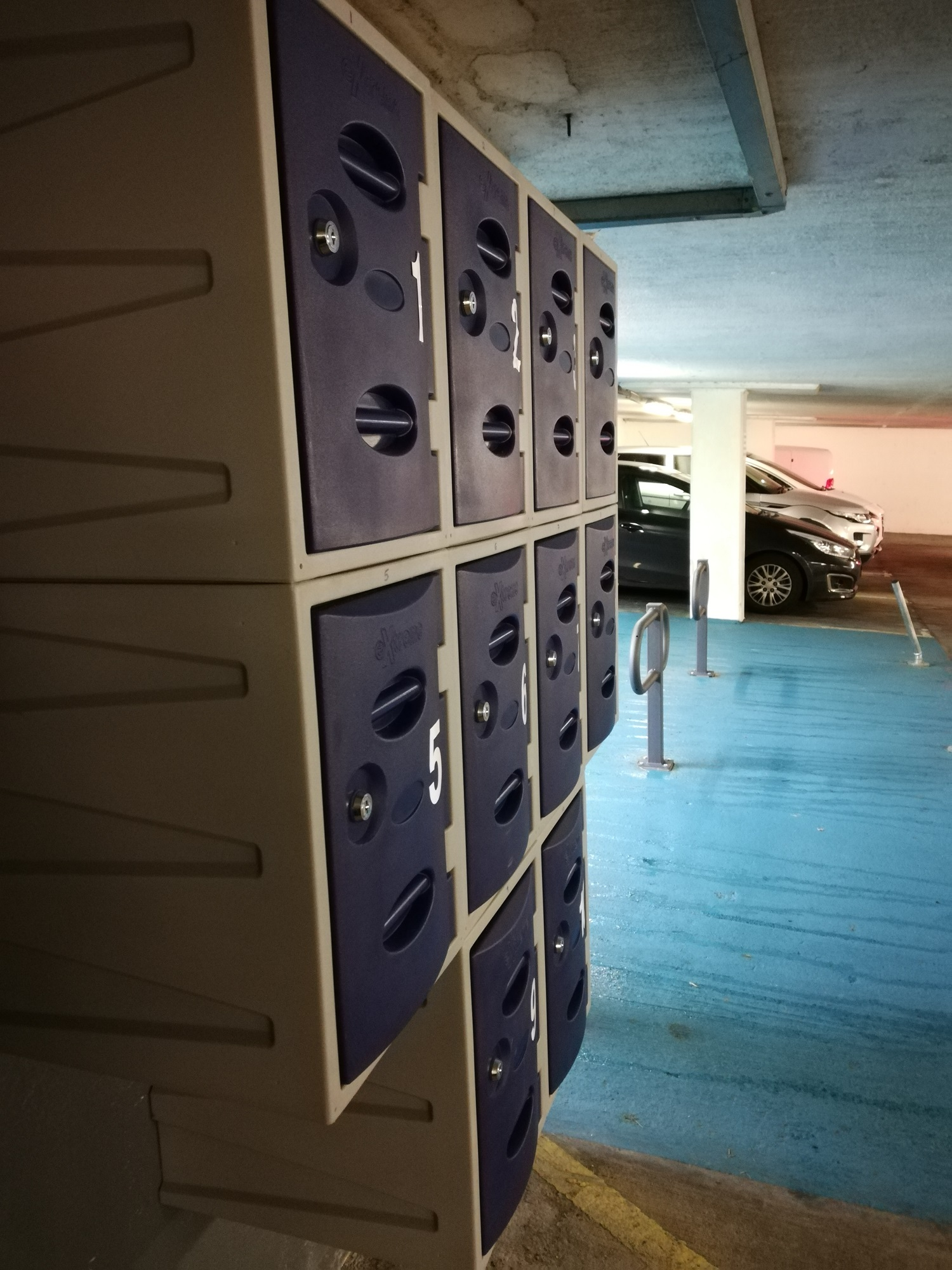 Lockers at the cycle hub